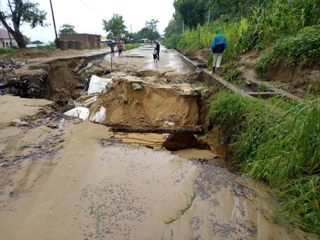 Kinshasa : Malgré les efforts de l'ACCO Makaya-Kindele, la route de Kimwenze coupée [Reportage Photos]
