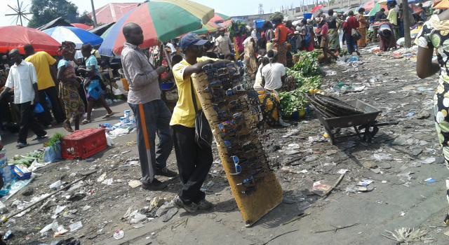 Kinshasa : Des commerçants corrompent les policiers pour ne pas faire le salongo
