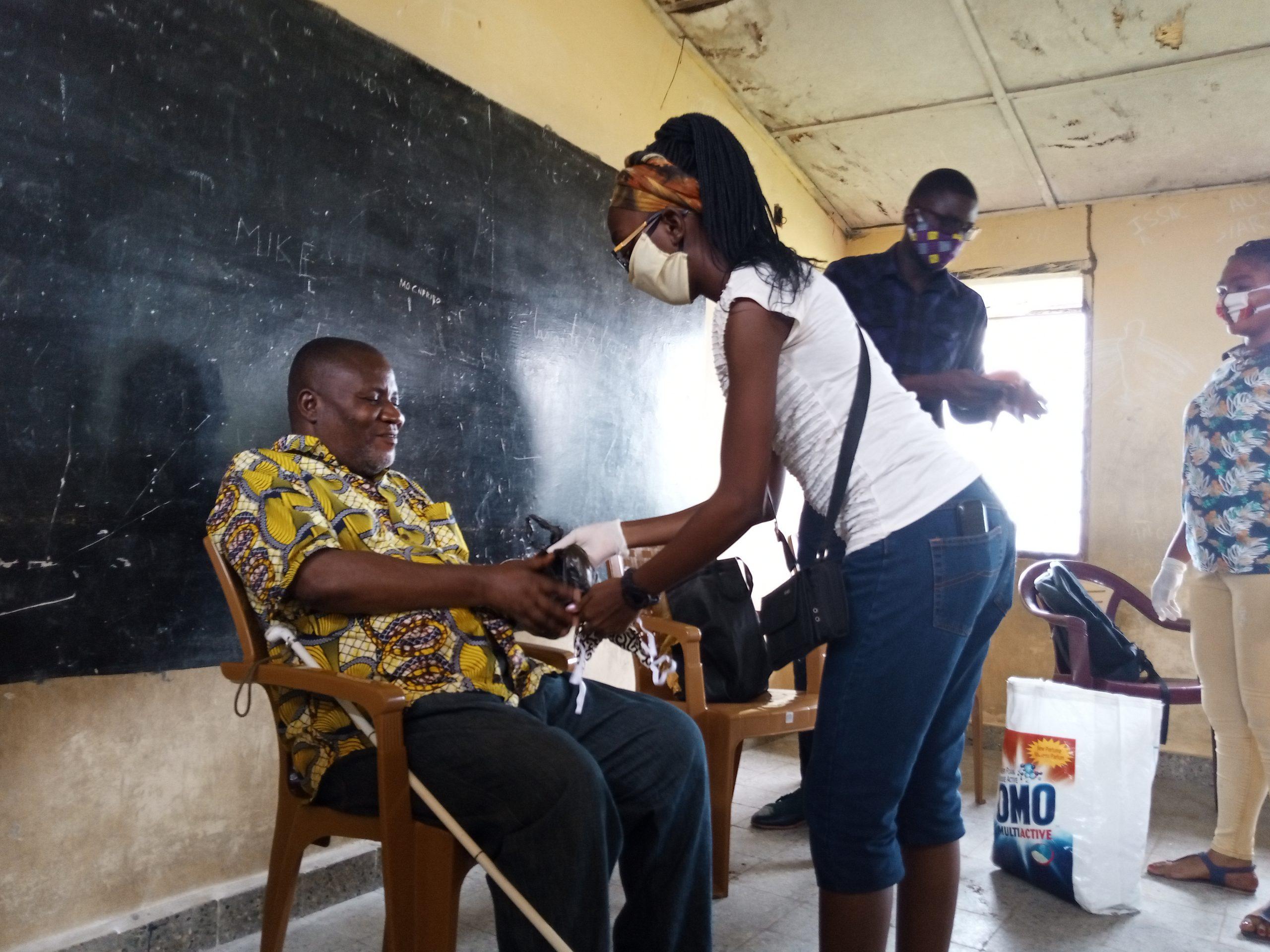 Kinshasa : La Jeunesse Sourde Ambitieuse sensibilise les sourds et aveugles contre la Covid-19
