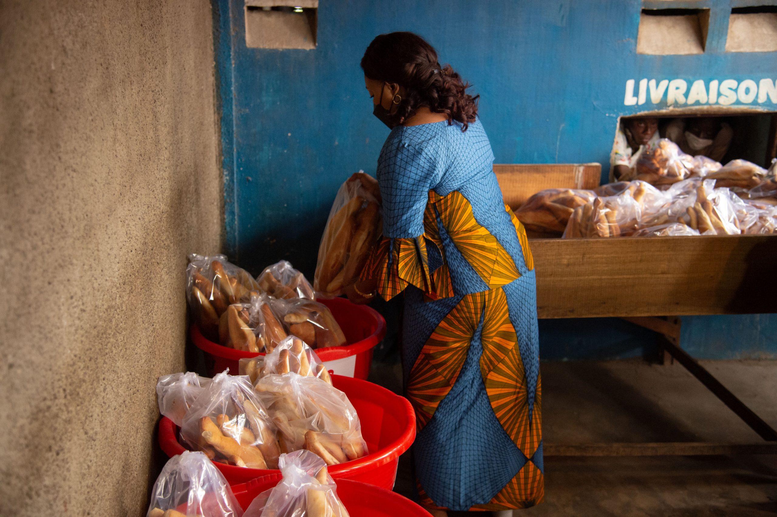 Kinshasa/Covid-19 : La fondation Denise Nyakeru vole au secours des femmes vendeuses de pains
