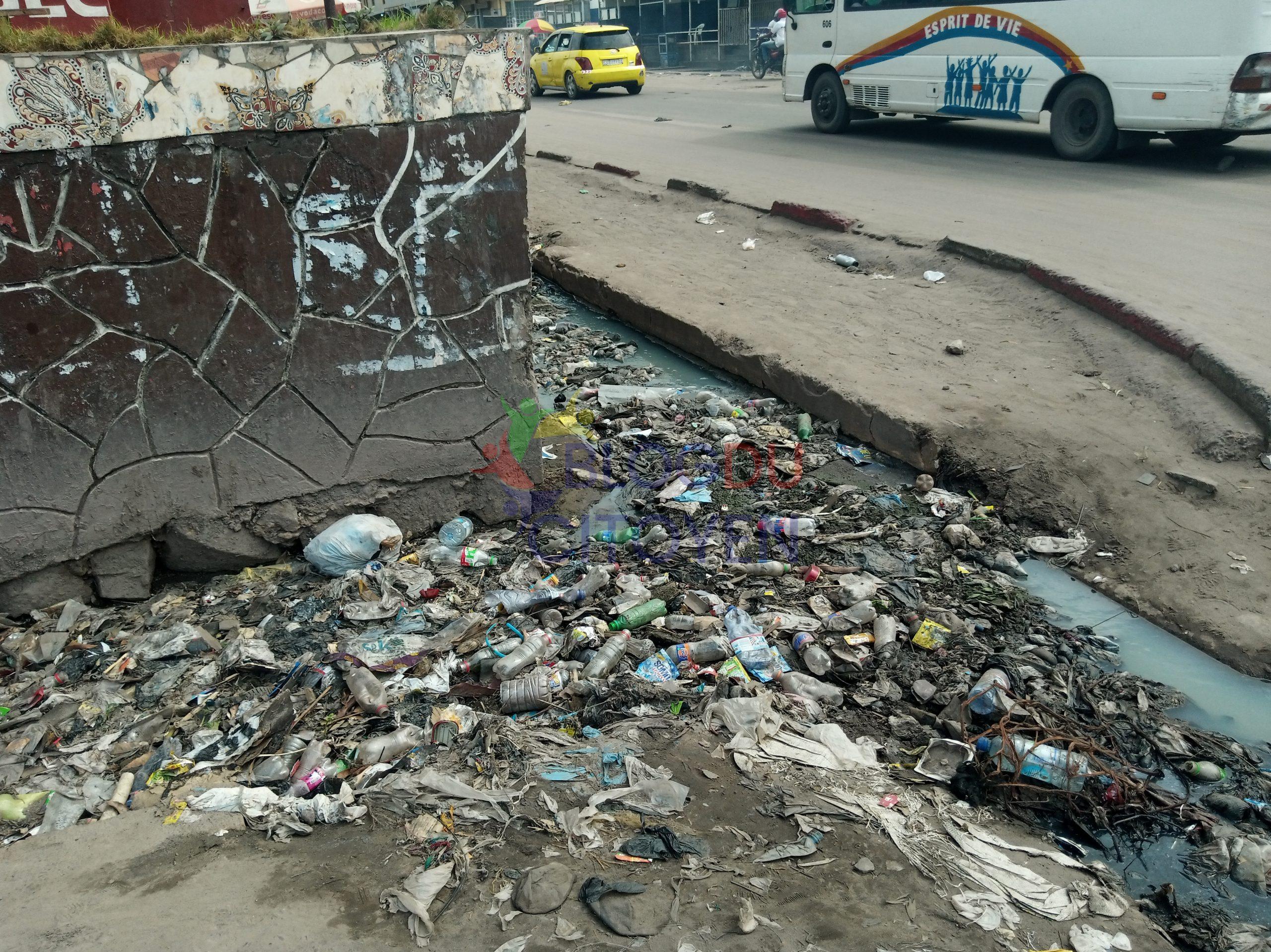 RDC : Les kinois jettent les immondices dans les canalisations d'eau